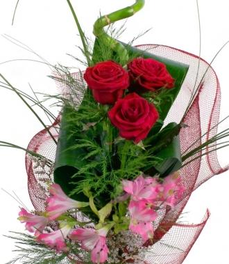 Букет рози и астромерия