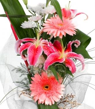 Цветя гербери, хризантеми и лилиум