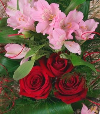 Доставка цветя рози