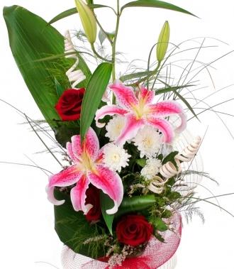 Лилиум, хризантема, роза